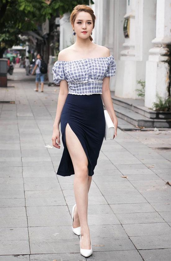 Image result for áo trễ vai mặc với quần gì