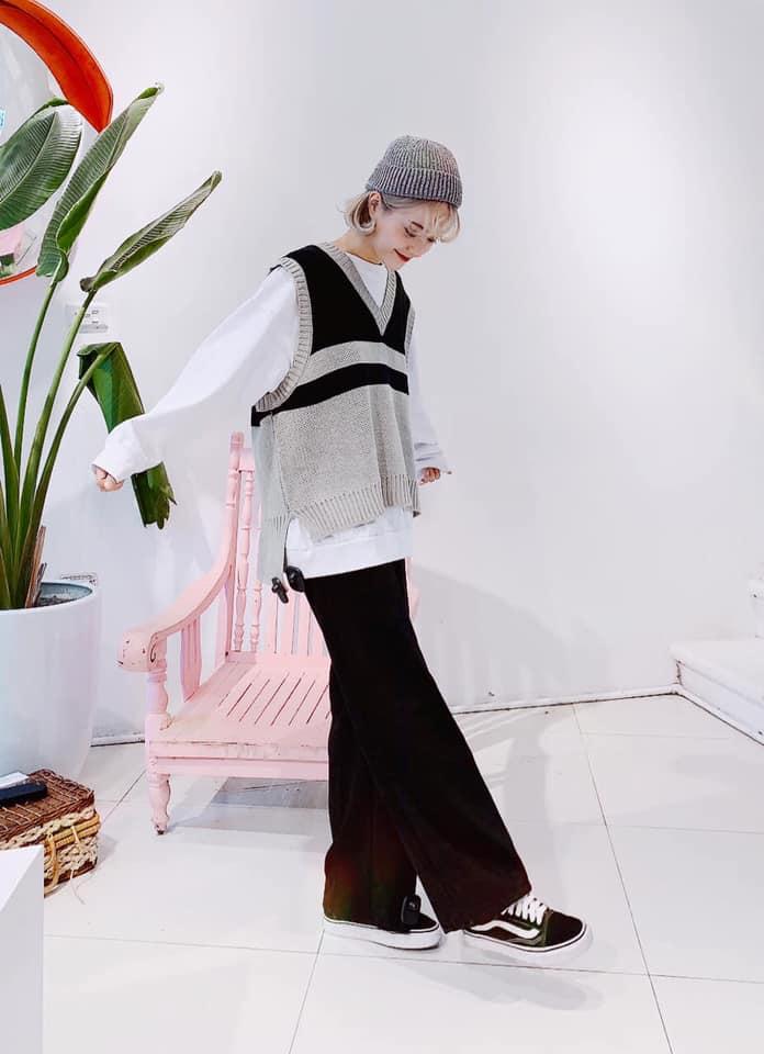 Mix áo gile len với áo hoodie