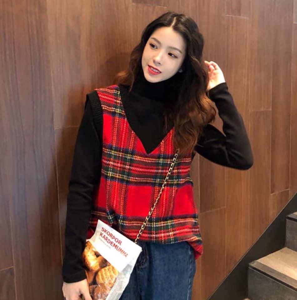 Mix áo gile len với áo cổ lọ