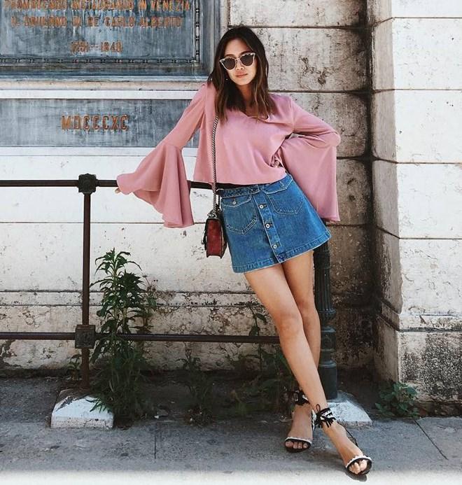 Chân váy jean kết hợp Áo tay chuông