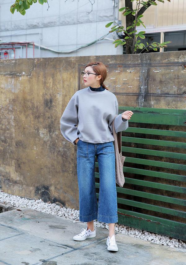 Gợi ý cách mặc đẹp với quần ống rộng thêm lung linh ngày cuối tuần.