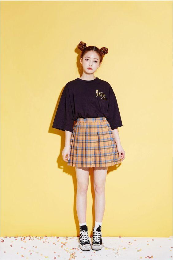 kết hợp chân váy xòe với áo phông 8