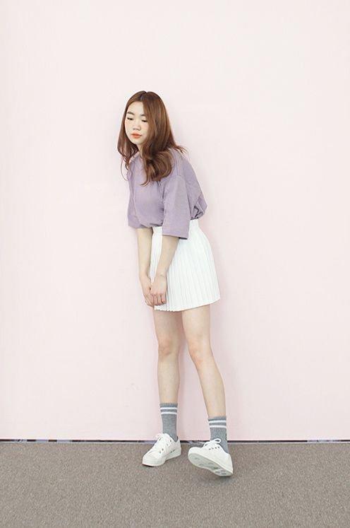 Áo phông kết hợp với chân váy