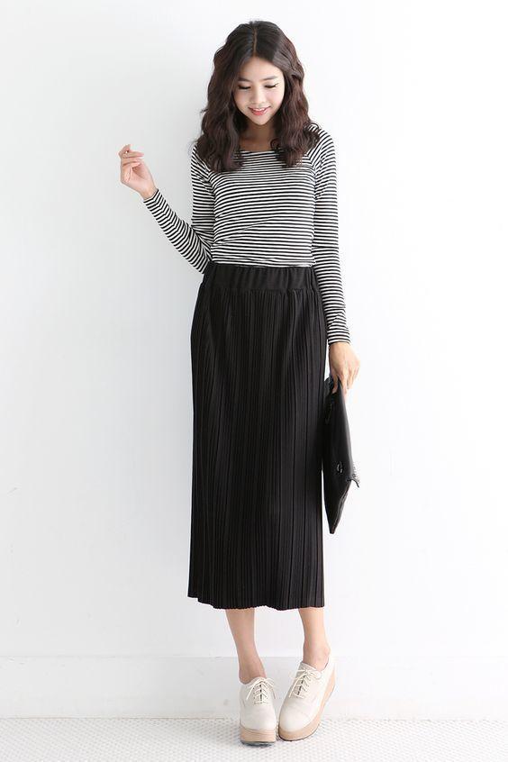 Chân váy kết hợp với áo phông