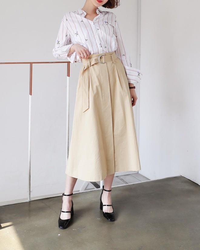 Chân váy dài mix với áo sơ mi